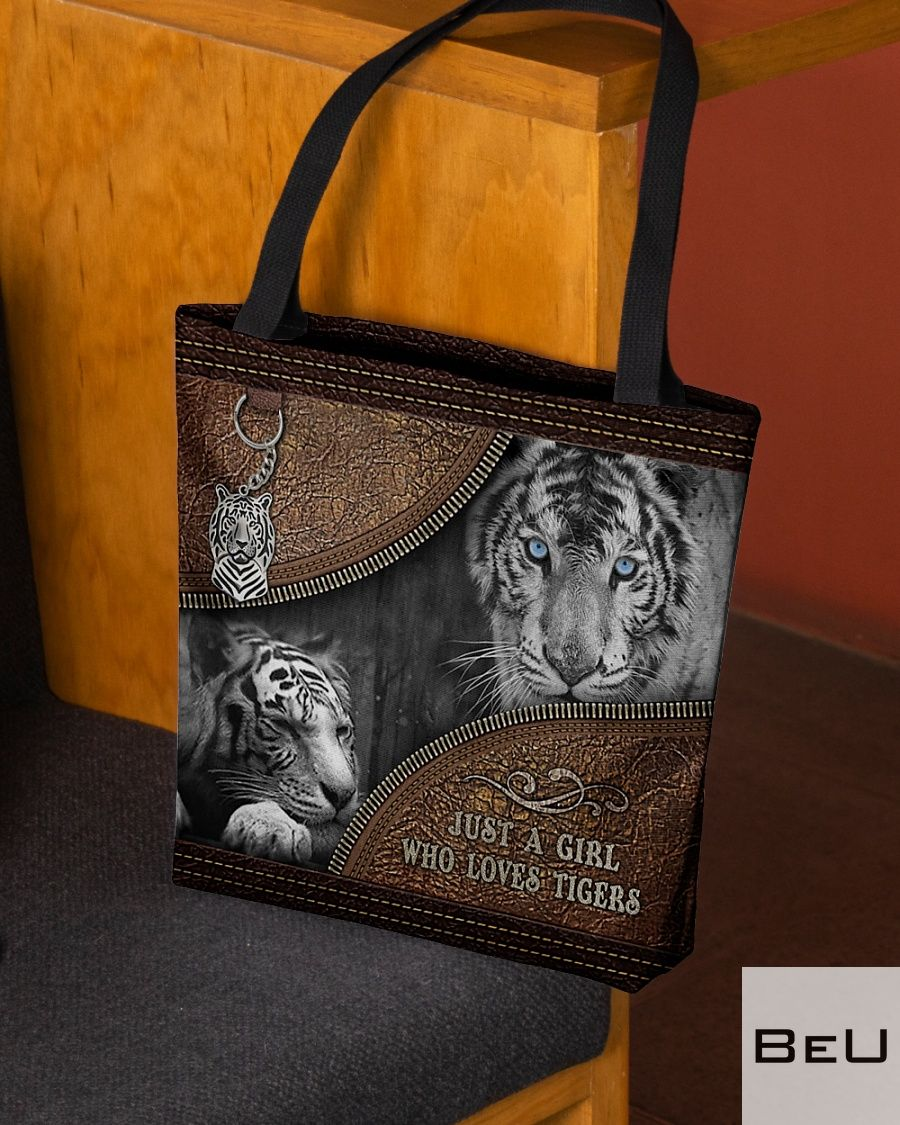 A Girl Who Loves Tigers Leather Tote Bag2