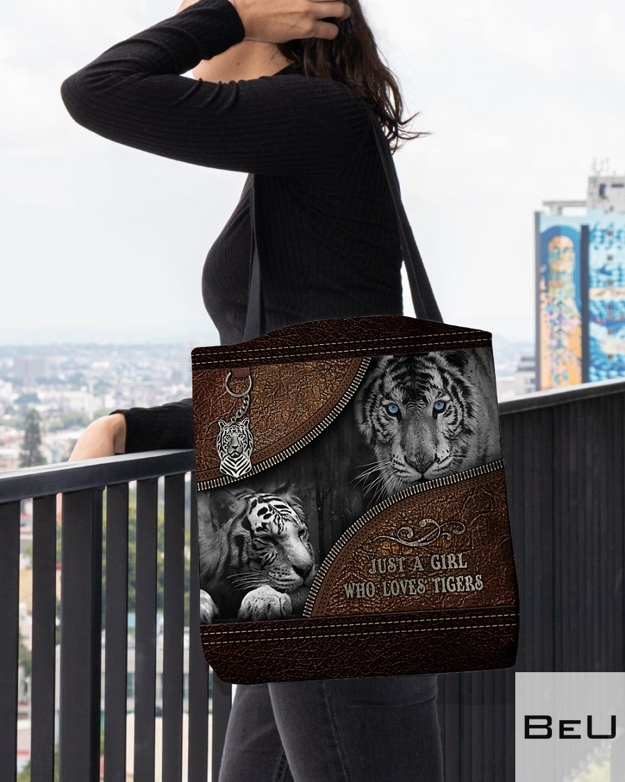 A Girl Who Loves Tigers Leather Tote Bag3